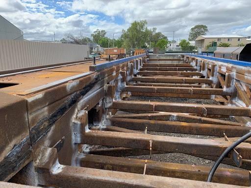 underground mining conveyor vehicle